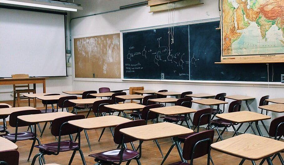 Sostieni una scuola. L'iniziativa. Un aiuto per scuole e giovani