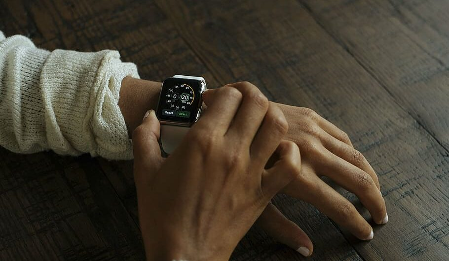 Gli smartwatch possono aiutare ad individuare il Covid