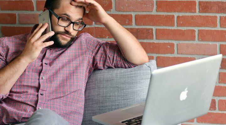 Digitale: solo metà degli italiani ha dimestichezza col web