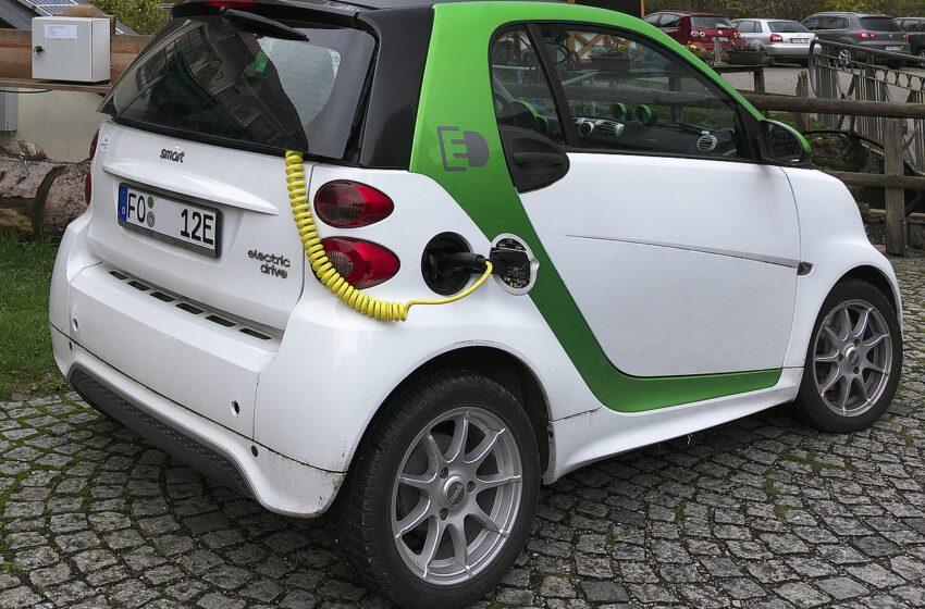 Auto elettriche, un proprietario su cinque torna indietro